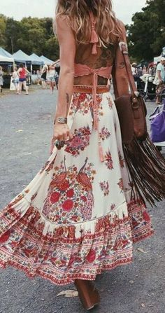 Coral Top with Boho Floral Maxi Skirt Boho Summer Outfits, Boho Outfits, Skirt Outfits, Fashion Outfits, Fashion Games, Dress Fashion, Gypsy Style, Bohemian Style, Hippie Style