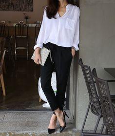 Ideas For Fashion Street Style Chic Classy Black And White Outfit, White Outfits, Black White, Black Pants White Shirt, White Style, Dress Black, Black Blouse, Work Fashion, Trendy Fashion
