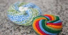 Les péripéties de Kaki au pays des loisirs créatifs. Crochet Diy, Crochet Faces, Crochet Amigurumi, Crochet Food, Blog Crochet, Scrubbies Crochet Pattern, Crochet Patterns, Creative Bubble, Make Up Remover