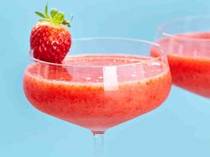 Hileinen mansikkajuoma - Reseptit How To Make Drinks, Gewichtsverlust Motivation, Keto, Vegan, Punch Bowls, Smoothies, Nom Nom, Alcoholic Drinks, Frozen