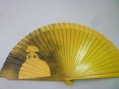 Resultado de imagen de abanicos de ines Hand Held Fan, Hand Fans, Yellow Line, Vintage Fans, Shades Of Yellow, Victorian Fashion, Delicate, Cool Stuff, Infanta Margarita