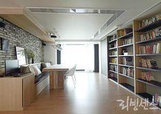 [BY 가치] 아름다운 순간을 담은중정주택, 책장인테리어 엄청나게 ...