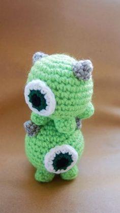 Click below link for free pattern… Sol De Noche {Deco Crochet}: Mike Wazowski Crochet Tsum Tsum Crochet Disney, Kawaii Crochet, Cute Crochet, Crochet Crafts, Yarn Crafts, Crochet Baby, Crochet Projects, Beaded Crafts, Crotchet