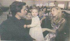 Chayanne, Isadora y Marilisa en la iglesia en la boda de su hermano Elliot.