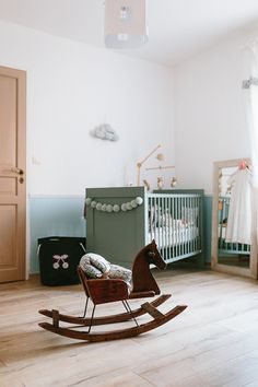 Vintage Baby Girl's Room with Soft Tones http://petitandsmall.com/vintage-girls-nursery-soft-tones/