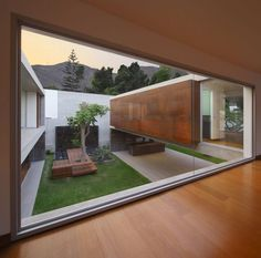 La Planicie House II - Oscar Gonzalez Moix - would love a courtyard like this in my shipping container house Residential Architecture, Contemporary Architecture, Interior Architecture, Concrete Architecture, Garden Architecture, Future House, Terrasse Design, Casa Patio, Casas Containers