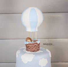 Kakepynt barnedåp, dåpskake med luftballong og baby i marsipan