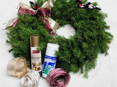 Näyttävän kranssin voi askarrella melko helposti. Christmas Wreaths, Holiday Decor, Home Decor, Decoration Home, Room Decor, Home Interior Design, Home Decoration, Interior Design