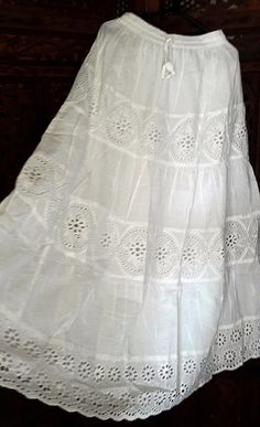 branco saia longa lese estilo cigano plus size GG - Santos - Hi Fashion, Fashion Dresses, Boho Wedding Dress, Boho Dress, Dress Skirt, Lace Skirt, Long Skirt Outfits, Sunday Dress, Tiered Dress