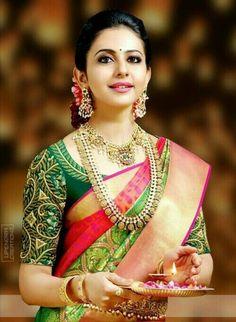 Kerala Bride in Red Silk Saree and Heavy Gold Jewelry with Jasmine Flowers Kerala Wedding Saree, Kerala Bride, Hindu Bride, South Indian Bride, Saree Wedding, Wedding Bride, Wedding Blouses, Kerala Saree, Wedding Gold