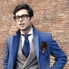 Men's Fashion tips. Dress with dapper and wear the proper attire with our men's style guide. Find male grooming advice, the best menswear and helpful tips. Mens Fashion Blog, Look Fashion, Man Cold, Suit Up, Winter Outfits Men, Herren Outfit, Looks Style, Men's Style, Dandy Style
