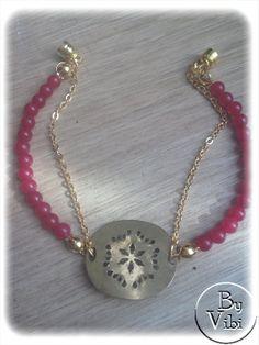 Bracelet rouge et chaine dorée par ByVibi sur Etsy,
