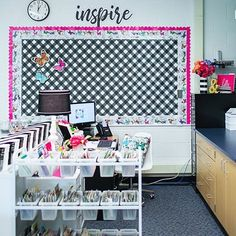 This is one of my favorite views in Katies classroom. We cleared out the mismatched furniture and created a quaint and functional window Mismatched Furniture, Woodland Animals Theme, Self Contained Classroom, Leveled Books, Schoolgirl Style, Classroom Themes, Back To School, Teacher, Organization