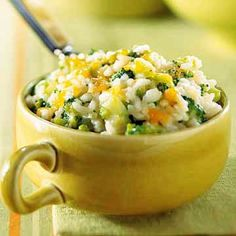 easy cheesy broccoli and rice.This easy, low fat vegetable casserole may finally convince your kids that broccoli tastes good! Vegetable Side Dishes, Vegetable Recipes, Broccoli Recipes, Vegetable Medley, Cooking Broccoli, Make Ahead Meals, Easy Meals, Freezer Meals, Cheesy Broccoli Rice