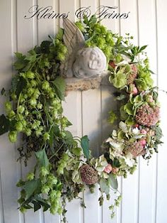 Love the colors and Cupid decoration Wreaths And Garlands, Fall Wreaths, Door Wreaths, Christmas Wreaths, Xmas Flowers, Love Flowers, Homemade Wreaths, Modern Wreath, Diy Wreath