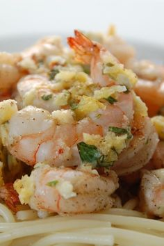Weight Watchers Italian Shrimp Scampi Dinner Recipe with garlic, chicken broth, dry white wine, and lemon juice. An easy 35 minute recipe great for a busy weeknight, or a relaxed weekend meal. 2 WW Freestyle Points and 4 Smart Points. Garlic Recipes, Ww Recipes, Fish Recipes, Seafood Recipes, Dinner Recipes, Cooking Recipes, Italian Recipes, Weight Watchers Shrimp, Plats Weight Watchers