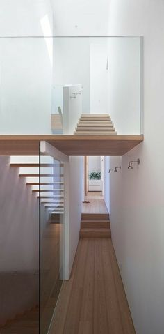 Modern Stairs // wood stairs at the Vancouver house by Canadian studio Splyce Design Architecture Design, Roman Architecture, Vancouver House, Open Stairs, Glass Stairs, Wood Stairs, Escalier Design, Van Home, Interior Minimalista