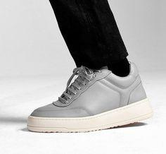 Neue Sneaker-Modelle bei ETQ Amsterdam gesichtet. Hier entdecken und shoppen: http://sturbock.me/TuX
