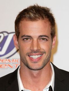 Okay. This man is the only reason I watch La Tempestad. William Levy is pure candy - un bonbón.