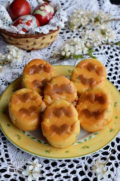 Briose aperitiv in forma de ou - CAIETUL CU RETETE Doughnut, Paste, Desserts, Food, Tailgate Desserts, Deserts, Essen, Postres, Meals