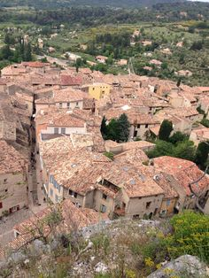 Moustiers Saint Marie- beautiful village close to Gorge du Verdon French Countryside, Provence, Grand Canyon, Nature, Design, Travel, Beautiful, Architecture, Naturaleza