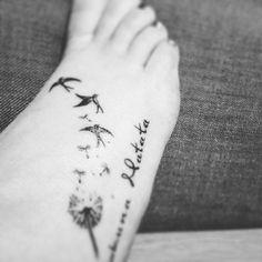 Tattoo / voet / hakuna matata / vogels / paardebloem