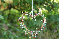 Ein buntes, in allen Farben funklendes und glitzerndes Metallherz im Perlenmix ...   das ideale Geschenk zum Muttertag, zum Geburtstag, Valentinstag und vielen anderen Anlässen ...   Jedes...