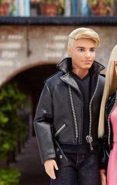 In a Barbie world. Barbie Et Ken, Barbie Life, Ken Doll, Barbie World, Barbie Tumblr, Barbies Pics, Barbie Vintage, Barbie Fashionista Dolls, Barbie Family