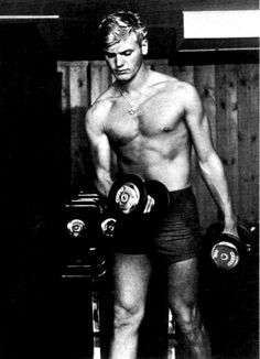This week, keep in mind the cheesy charm of Tab Hunter. Tab Hunter, Vintage Hollywood, Classic Hollywood, Hollywood Men, Hunter Movie, Karen Carpenter, Young Love, Pop Singers, Vintage Photographs