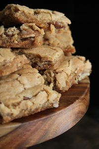 Pecan Chewies recipe from Southern Bite who guest posted for me. A cross between a blondie and pecan pie. These are so good y'all! Cookie Desserts, Just Desserts, Cookie Recipes, Delicious Desserts, Dessert Recipes, Yummy Food, Cookie Cheesecake, Pecan Desserts, Flour Recipes