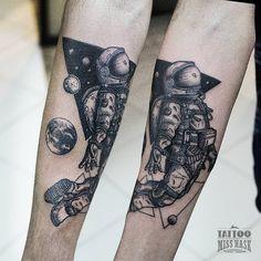 Me gusta el detalle en este tatuaje tuyo // Un astronauta hecho entre lluvia y…