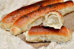 Batoane cu mac - CAIETUL CU RETETE Bread Recipes, Cooking Recipes, Romanian Food, Romanian Recipes, Cooking Bread, Pastry And Bakery, Grubs, Hot Dog Buns, Bagel