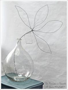 fil di ferro Wire flower by Un Rire sous la Tonnelle © Sonia FIQUET is artistic inspiration for Wire Art Sculpture, Tree Sculpture, Abstract Sculpture, Wire Sculptures, Bronze Sculpture, Wire Crafts, Diy And Crafts, 3d Zeichenstift, Sculptures Sur Fil
