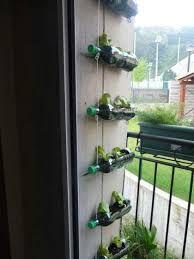 Resultado de imagen para microhuertas familiares Garden Projects, Plants, Home Decor, Gardens, Vegetable Garden, Recycling, Flower Pots, Bottles, Urban
