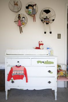 On a budget? You don't need to skimp on the nursery. With a few supplies and DIY spirit you can turn the most important room in the house into a stylish haven that's full of fun and functional twists.Click through our album and get inspired. Happy...
