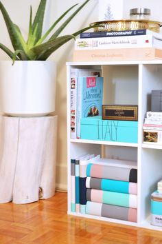 This DIY is incredibly cute and has lead to my bookshelf becoming much more stylish. Make these DIY dust jackets for a bookshelf. Diy Projects For Adults, Diy Projects To Try, Crafts To Do, Bookshelf Plans, Bookshelves, Decorating Your Home, Diy Home Decor, Decorating Ideas, Make A Book Cover