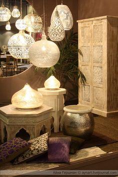 -Metal, light wood furniture, brown walls. Moroccan style.