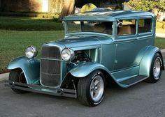Autos clásicos, con modificaciones súper modernas, que los hacen poderosos.