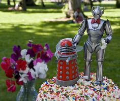 Dalek + Cyberman Doctor Who wedding cake topper. (Who would want to be a cyberman? Daleks are cool)