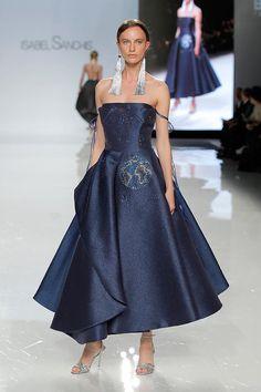 Vestido de Isabel Sanchis colección 2018 en Barcelona Bridal Fashion Week 2017