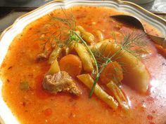 Hobbychef: gasztroblog Cogito et coquo, ergo sum!: Gulyásleves zöldbabbal, tejföllel - Palócgulyás Thai Red Curry, Chili, Ethnic Recipes, Food, Red Peppers, Chile, Essen, Meals, Chilis