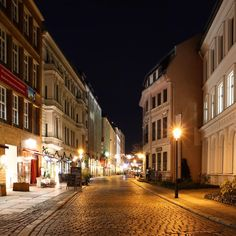 It looks like a village- but this street is located right in the heart of Berlin: in the Nikolaiviertel, the Nikolai quarter, just a 5 minutes walk from Alexanderplatz. Beautiful, isn't it?