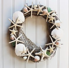 Summer Time Farmhouse Pottery Barn Knock-Offs - The Cottage Market - Arredamento estivo Seashell Projects, Seashell Crafts, Beach Crafts, Coastal Wreath, Seashell Wreath, Beach Wreaths, Winter Wreaths, Coastal Decor, Deco Marine