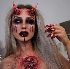 To get you ready for Halloween we have found 23 amazing devil makeup ideas. You will find frightening makeup, pretty devil makeup looks and Devil Makeup Halloween, Maquillage Halloween Clown, Demon Makeup, Creepy Halloween Makeup, Creepy Makeup, Scary Halloween Costumes, Halloween Makeup Looks, Halloween 2018, Fx Makeup