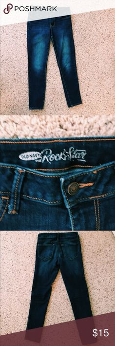 Old Navy Rockstar Jeans Old navy size 4 skinny jeans. Very comfortable and in good condition! Feel free to make an offer! Old Navy Jeans Skinny