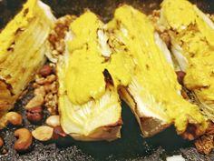 Geroosterde Chinese kool met noten en romige kerrie dip
