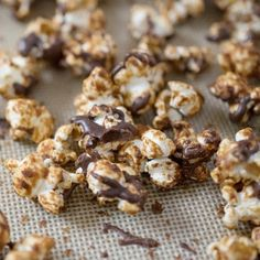 I love the book, DIY Vegan. You can make all kinds of staples yourself and a tasty snack of Peanutbutter Cup Popcorn! Vegan Popcorn, Popcorn Cups, Healthy Popcorn, Sweet Popcorn, Homemade Popcorn, Popcorn Recipes, Vegan Treats, Vegan Desserts, Just Desserts
