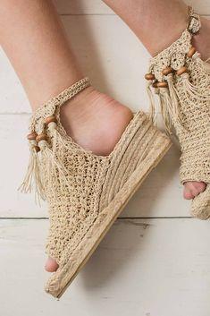 Crocheted hemp twine pairs nicely with beautiful jute espadrille soles to create the perfect summer Crochet Shoes Pattern, Shoe Pattern, Crochet Slippers, Crochet Patterns, Dress Patterns, Crochet Tunic, Crochet Clothes, Hemp Yarn, Interweave Crochet