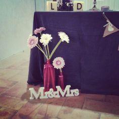Decoración mesa exposición servicios Wedding Planner,  Sagi's Eventos. Bags, Fashion, Events, Mesas, Handbags, Moda, Fashion Styles, Fashion Illustrations, Bag