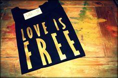 Camisetas de diseño en SAISON  www.facebook.com/Saison.camisetas  www.facebook.com/Camisetas.saison